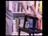 ?Наша брошь Птичка снялась в рекламном ролике??И-известность)))⠀Приключения девушки в библиотеке сняли дизайнеры @ ne.be.sa
