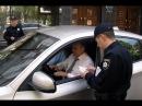 Поліція зупинила авто на іноземній реєстрації.Чувак ставить на місце поліцію