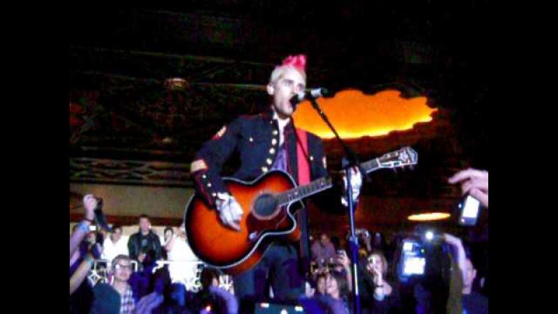 Jared Leto singing Bad Romance - 30 Seconds To Mars @ The Fox Theatre in Oakland 051310.AVI