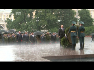 Путин возложил венки к Могиле Неизвестного солдата