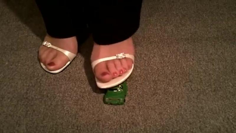 Car crush white heels Sexy сексуальные эротические ноги стопы обувь колготки девочки мамаши школьницы студентки молодые