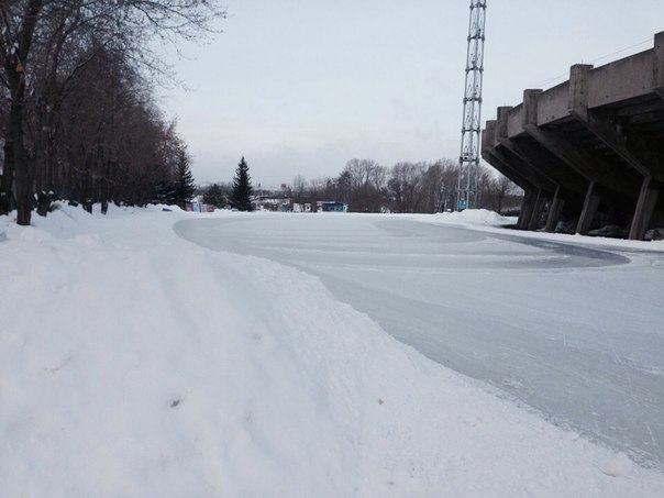 Вот и снова в городе зима! ❄️⛄️❄️Каток Центральный на острове отдыха,