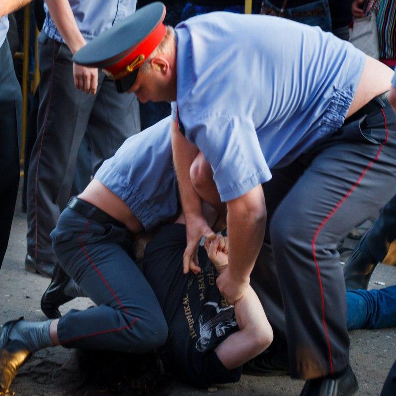 Полицейские применили насилие к томичу, требуя явки с повинной