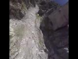 Мама- если твои друзья прыгнут со скалы, ты тоже прыгнешь-