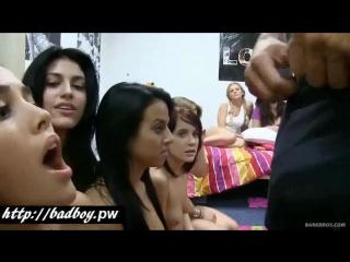 Накаченный парень по очереди трахнул десять девушек всех трахнуть по очереди отсасывают отменный минет t,tn d hfpys[ gjpf[ d jxr
