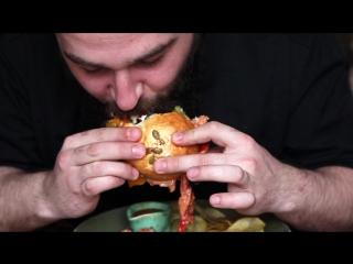 Бургер с фланк стейком в гастробаре