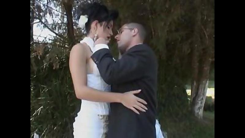 Двое выебали невесту, девки на велике голые