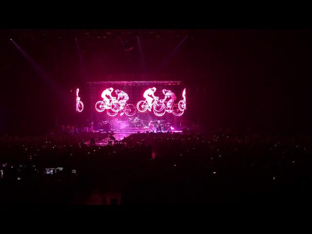 Queen Adam Lambert - Don't Stop Me Now Bicycle Race I'm In Love With My Car Live @Friendsarena