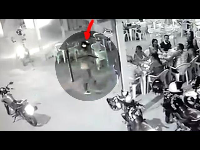 Bandido armado tenta assaltar clientes no bar mas se dá mal e cai no chão agonizando