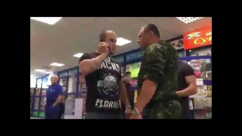 Ты против своих граждан воевал пид@р- Охрана торгового центра в Днепропетровске