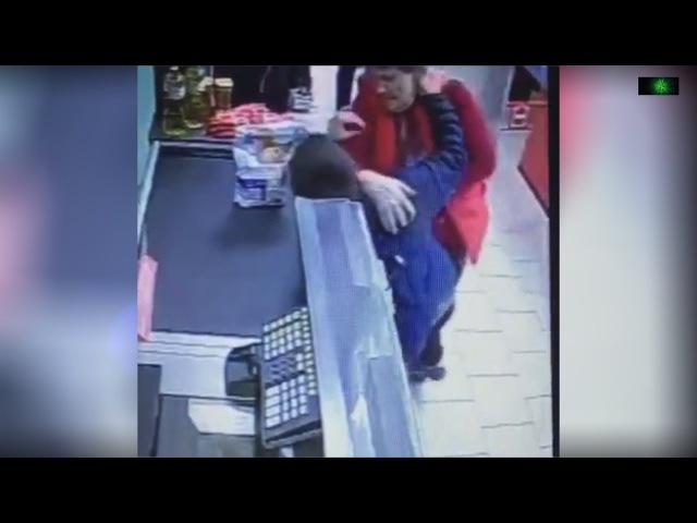 Из-за скейта работница Пятёрочки избила 10-летнего мальчика в Подмосковье