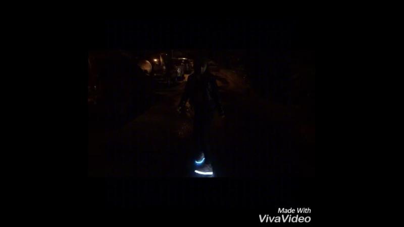 Танец в светящихся кроссовках!Бездельница )