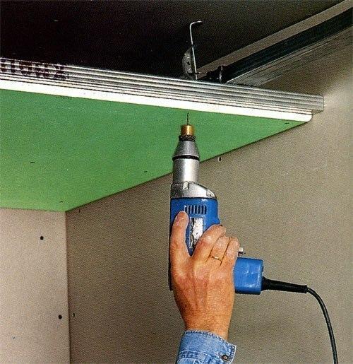 Как прикрепить гипсокартон к стене?