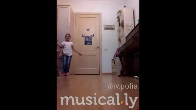 Мои девчонки развлекаются)