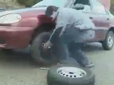 - Дорогая, пока я буду менять колесо ,проследи чтобы в нас никто не въехал..... - Хорошо милый...))))