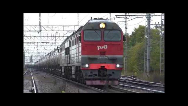 Тепловоз 2ТЭ116У 0144 с грузовым поездом и с приветливым помощником