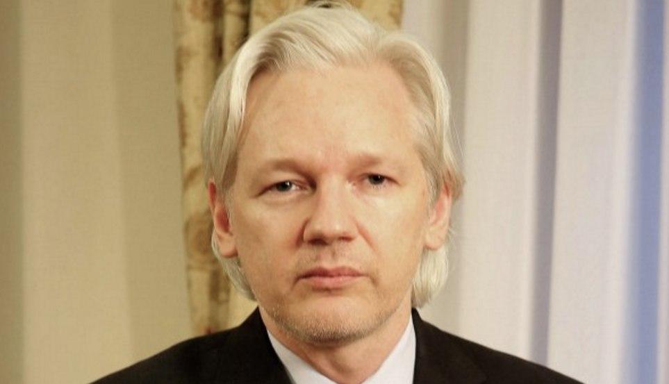 Ассанж сообщил конгрессмену США, причастна ли Россия ко взлому серверов Демпартии