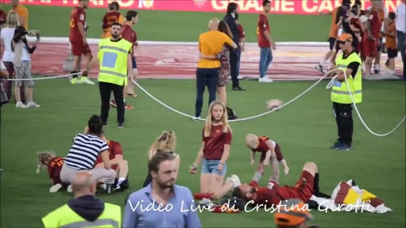 Daniele e Ale coi figli nel post partita di Roma-Genoa.. <3
