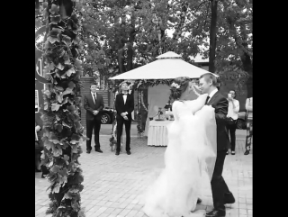 Танец молодожёнов Анастасии и Сергея на веранде зала Фасадный 20 мая 2017 г