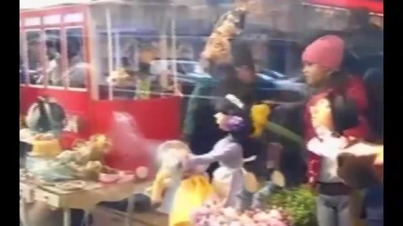 СРОЧНО,,!! ПОРОШЕНКО НАЧАЛ готовить ПОБЕГ в ИСПАНИЮ с МИЛЛИАРДАМИ!(2017) - YouTube [360p]