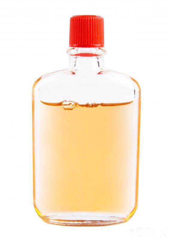 Бутылка сафлорового масла, которая может увеличить ЛВП и снизить уровень ЛПНП.