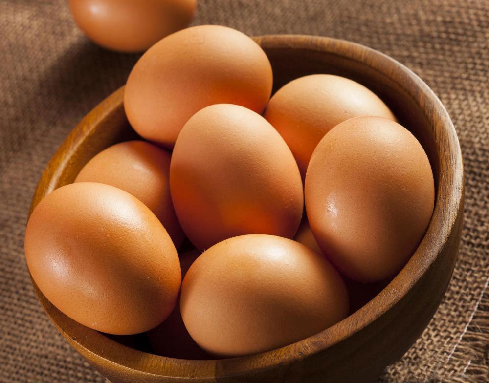 Большое яйцо может содержать около 225 мг холестерина