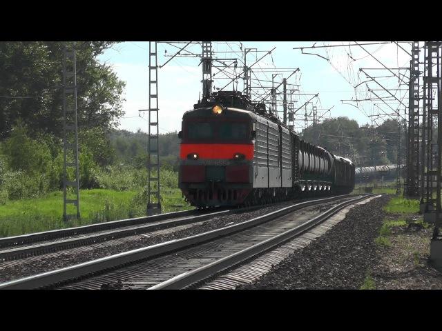 Электровоз ВЛ11 8 655 703Б с грузовым составом