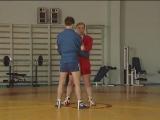Боковая подсечка в темп шагов. Техника борьбы самбо от Александра Гончарова.