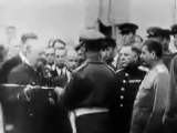 Черчилль вручает Сталину меч Георга VI в знак признания великого мужества и героизма советского народа в битве за Сталинград.