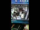 Псих порезал девушку в автобусе. Просто так.