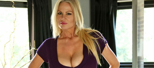 Kelly Madison is showing her natural big tits in a sexy underwear  1288923