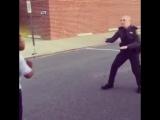 Танцевальный баттл подростка и полицейского.