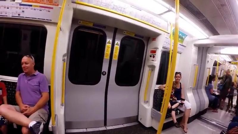 Парень ПРОБЕЖАЛ ОТ СТАНЦИИ К СТАНЦИИ чтобы сесть на тот же поезд метро/Мне не Cлабо ?   Опросы