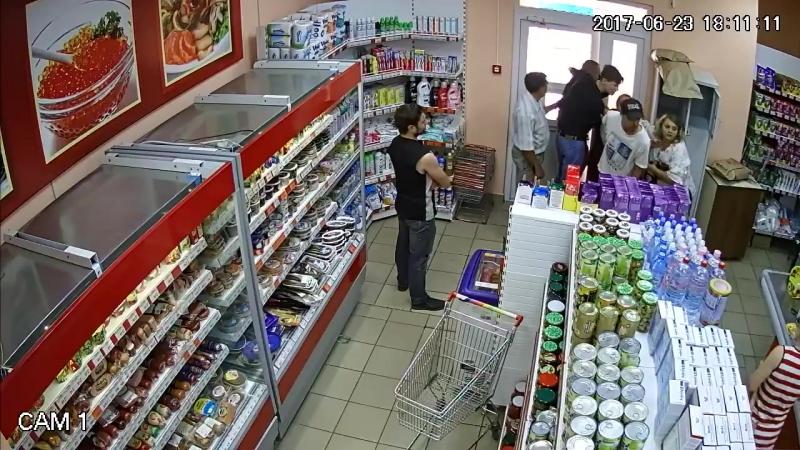 План сверхразума: Зайти в магазин, взять четыре бутылки дорогого коньяка и выйти с ними не заплатив
