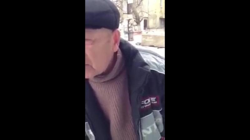 Дед рассказывает убойный анекдот смотреть всем