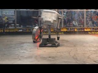 Эпичная баталия на шоу «Битва роботов»