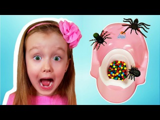 BAD BABY VS TOILET Вредные детки и Гигантские Пауки Нападают Giant Spiders Attack Girl MESSY TOILET