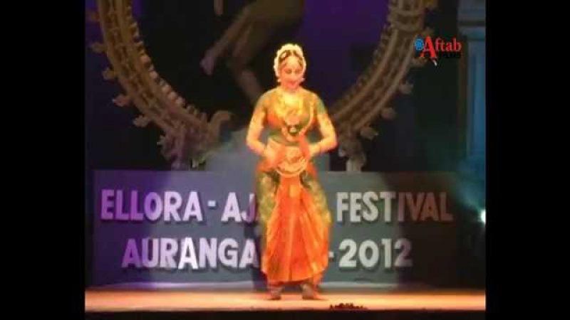 Hema Malini performed with her daughters in Ellora Ajanta Festival 2012 :