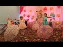 «Танец с зонтиками». в исполнении ребят подготовительной и средней группы