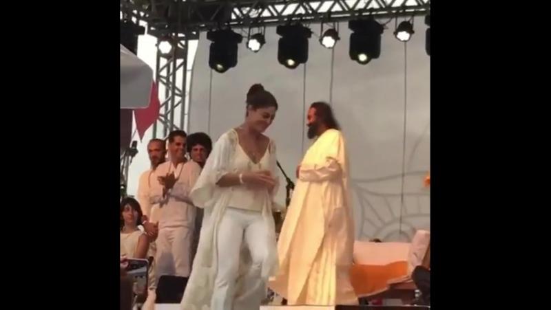 Juliana Paes (Жулиана Паес) на дне рождения духовного учителя.