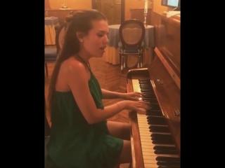 Людмила Чеботина сыграла и спела Unsteady (OST До встречи с тобои)