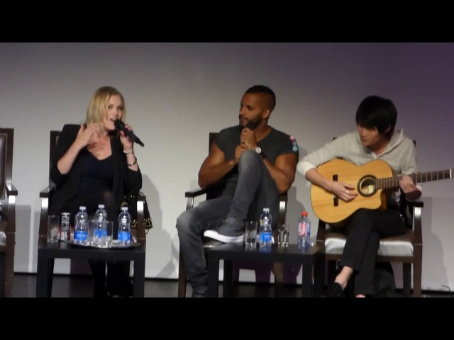 Eliza Taylor and Christopher Larkin singing (WAG con in Toulouse, France)