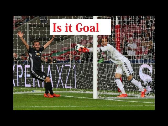 Goalkeeper Go inside the goalpost - Benfica v Man Utd   UEFA Champions League- 201718