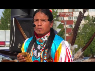 Movimiento indigena.   Музыка индейцев в Красном Селе.