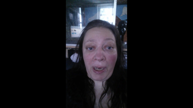 Sonja nimmt Anteil am Leid ihrer Facebook Freundin