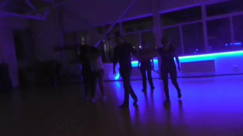 странный закон, но к концу занятия танцевать хочется все больше, а время на исходе.