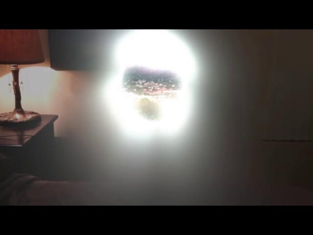 Американец утверждает, что открыл в своей спальне пространственный портал