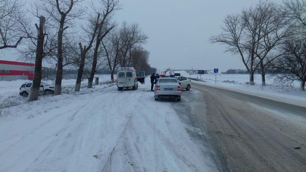 На трассе «Ростов-Таганрог» столкнулись две легковушки, один пострадавший