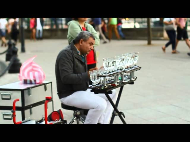 Popcorn song : Music with glasses by A Street performer