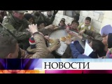Российские военные развернули мобильный госпиталь влагере беженцев вВосточн...